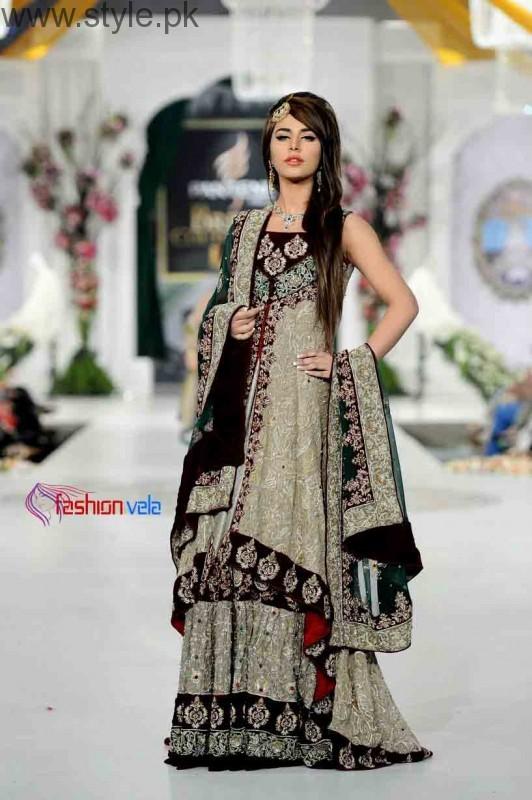 Latest Pakistani Engagement Dresses (14)
