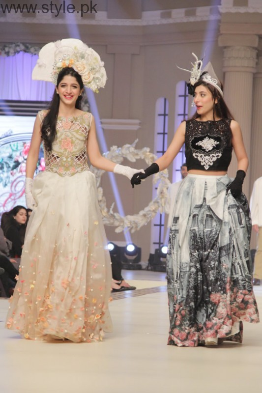 Mawra and Urwa in long Skirts