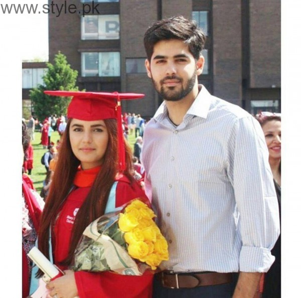 Momina Mustehsan's Family Pictures (8)