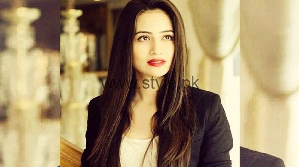 See Sana Javed walked out of her first Pakistani movie Rangreza