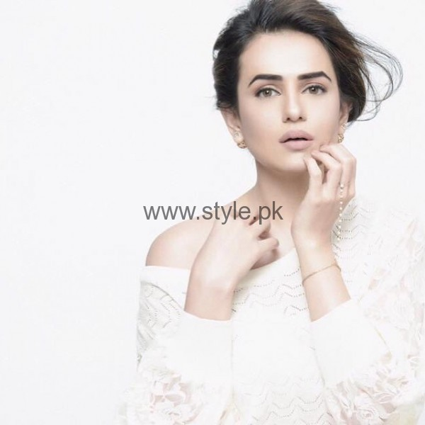 See Sumbal Iqbal is all set to make her Bollywood Debut