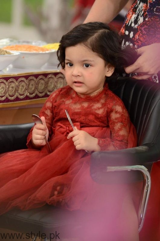 Fiza Ali with her daughter in Good Morning Pakistan (10)