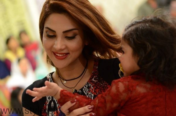 Fiza Ali with her daughter in Good Morning Pakistan (6)