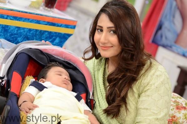 Pari Hashmi with her baby in Good Morning Pakistan (3)