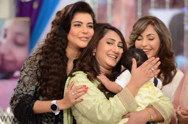 Pari Hashmi with her baby in Good Morning Pakistan (7)