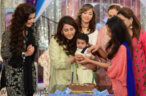 Pari Hashmi with her baby in Good Morning Pakistan (9)