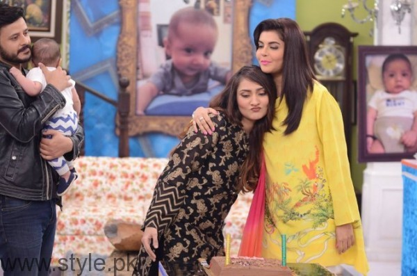 Sana Askari with her Husband and son in Good Morning Pakistan (3)
