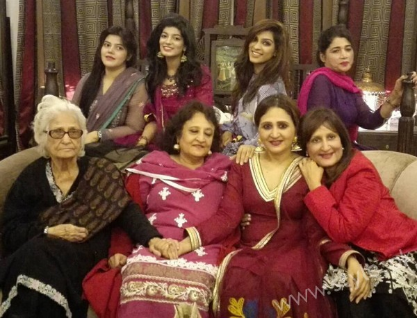 Asma Abbas Recoverd from Cancer (5)