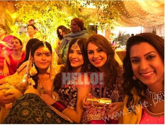 Ayesha Omar at her Friend's Mehndi (3)