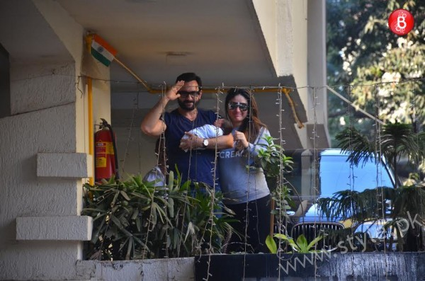 Kareena Kapoor and Saif Ali Khan with their son (7)