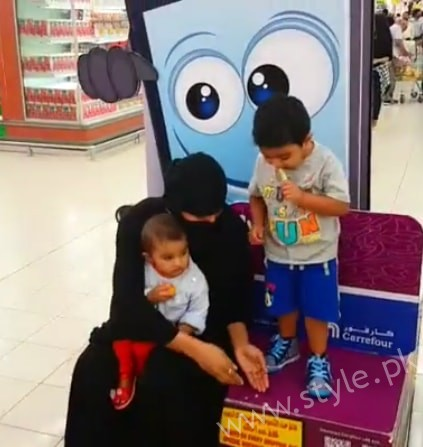 Veena Malik Dubai Mall in Abaya (5)