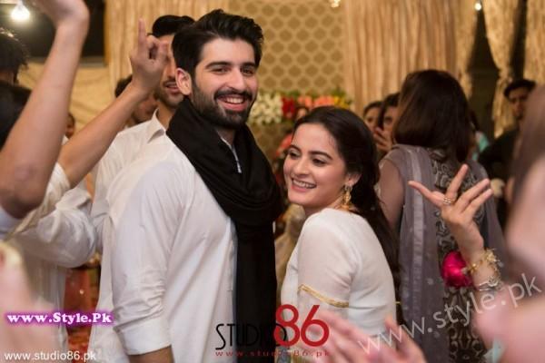 Aiman Minal Khan Dholki Dancing Pictures (12)