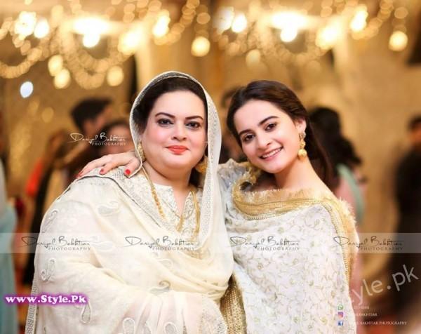 Aiman Minal Khan Dholki Dancing Pictures (13)