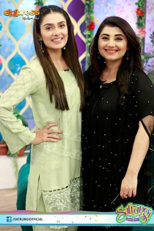 Ayeza Khan's surprise Birthday Celebration in Morning Show 'Satrungi' (17)