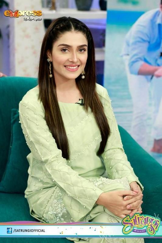 Ayeza Khan's surprise Birthday Celebration in Morning Show 'Satrungi' (2)