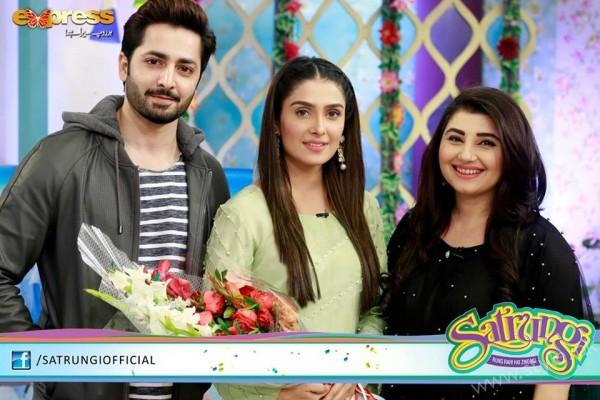 Ayeza Khan's surprise Birthday Celebration in Morning Show 'Satrungi' (29)