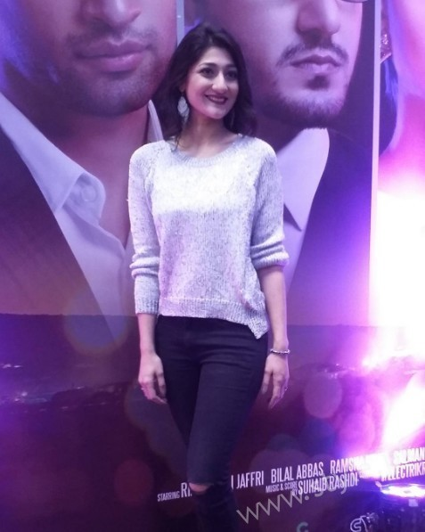 Celebrities at Premiere of Thora Jee Le (14)