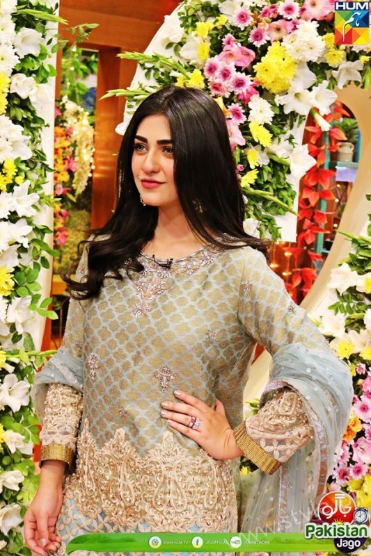 Kubra Khan, Sarah Khan, Iqra Aziz and Sonya Hussain at 12 Anniversary of HUM TV (19)