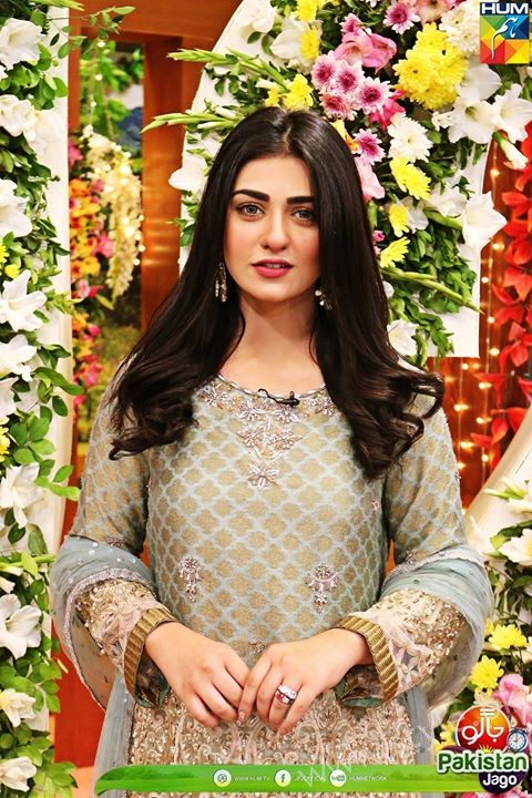 Kubra Khan, Sarah Khan, Iqra Aziz and Sonya Hussain at 12 Anniversary of HUM TV (29)