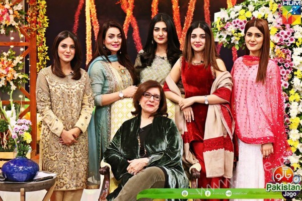 Kubra Khan, Sarah Khan, Iqra Aziz and Sonya Hussain at 12 Anniversary of HUM TV (6)