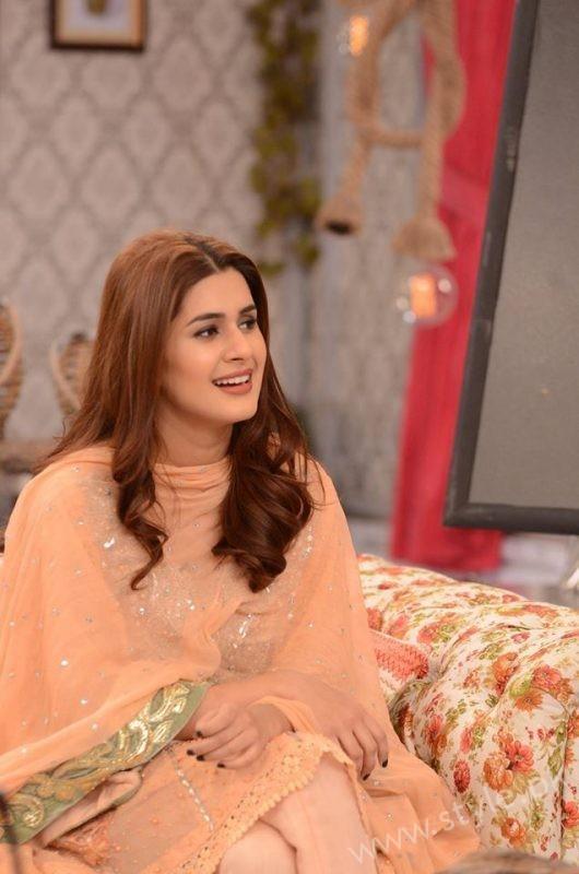 Kubra khan in Nida Yasir Show (2)