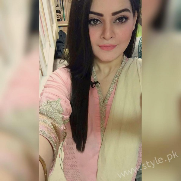 Minal Khan's Profile, Pictures and Dramas (31)