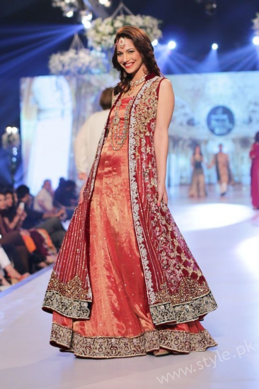 New gown style dresses in Pakistan (1)