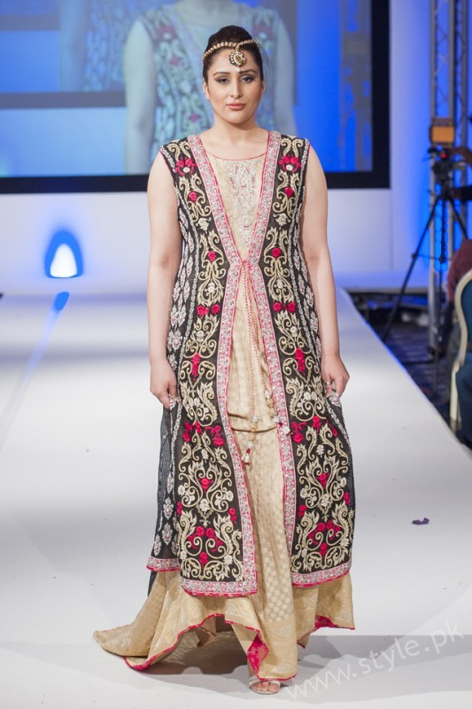 New gown style dresses in Pakistan (9)