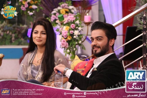 Newly Wed Couple Ahmad Zeb with his wife in Salam Zindagi (20)