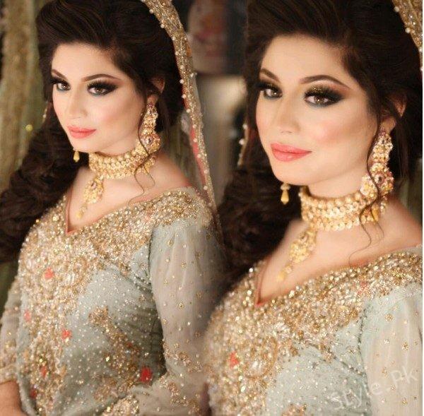 Sidra Batool Looks Glamorous On Her Walima Sidra Batool