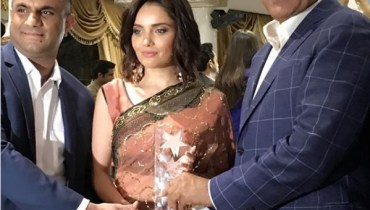 See Armeena Khan Won Female Empowerment Award in London
