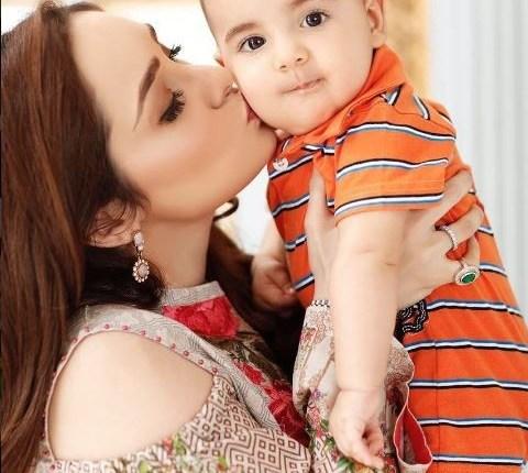 Recent Beautiful Clicks Of Juggun Kazim with her Husband And Son