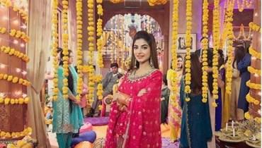 Beautiful Clicks Of Kinza Hashmi on set Of her Drama