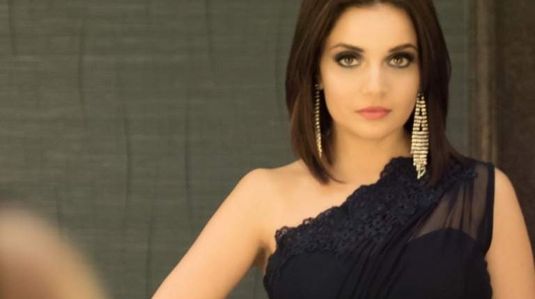 Armeena Khan Shuts Down Trolls