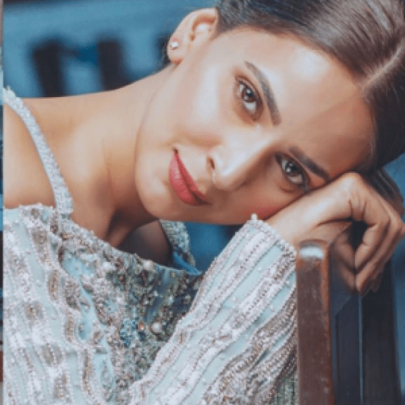 People Can't Stop Reacting To This Picture Of Saba Qamar Holding A Rooster