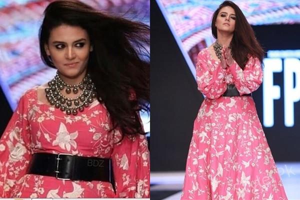See Zara Noor Abbas Got Trolled by Models on Walking the Ramp