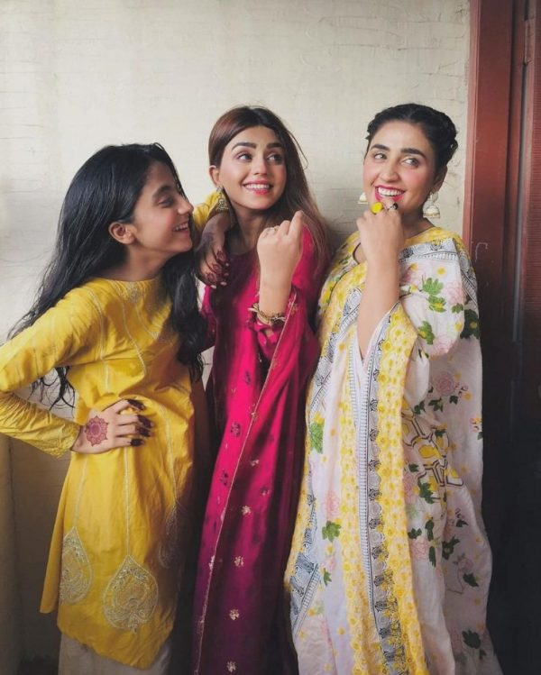 Actress Anumta Qureshi with her Sister Misbah8