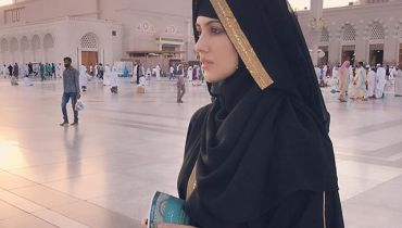Bollywood Actress Sana Khan Left Showbiz For Islam