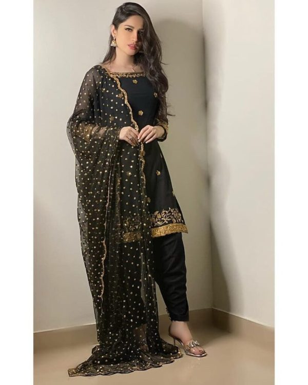 Neelam Muneer Looks Stunning In Casual Black Dresses