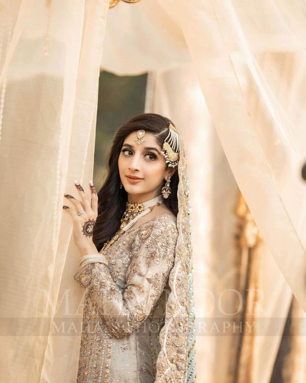 Mawra Hocane Looks Royal In Latest Pakistani Birdal Dress