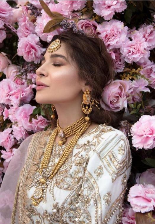 Ayesha Omar Looks Delightful In Latest Pakistani Dresses