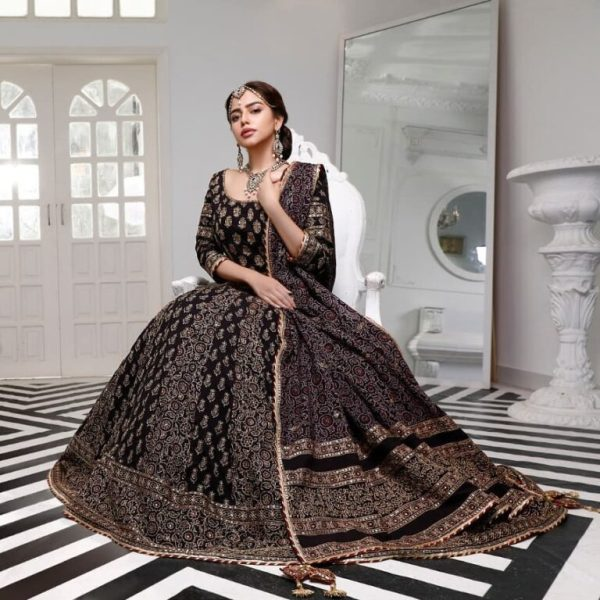 Hina continued to be a model in the fashion industry and then became famous in the entertainment industry.