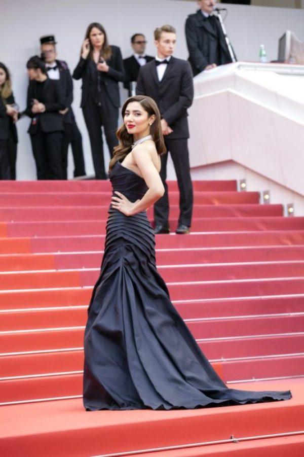 Mahira Khan Can Wear Anything to Look Stunning