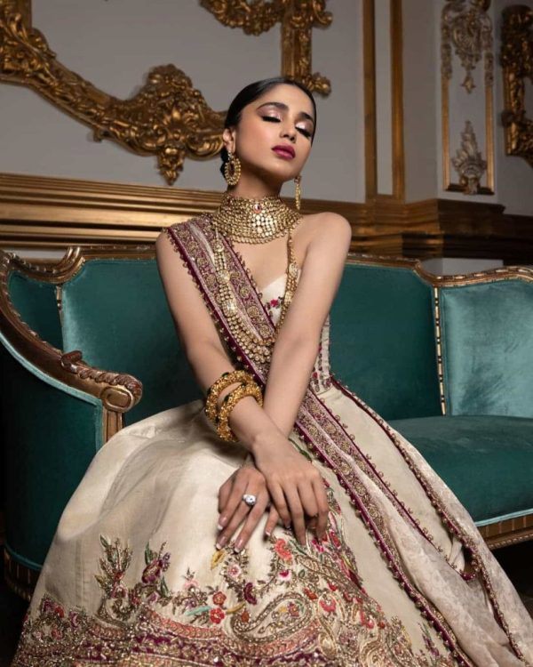 Aima Baig Looking Gorgeous In Latest Photoshoot