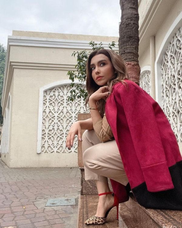 Maira Khan Treats Fans With Her Stylish Modelling