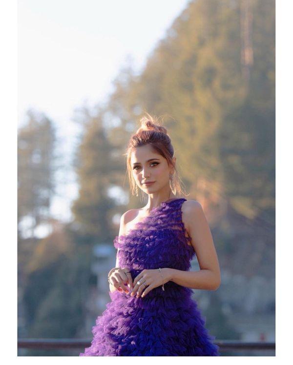 Netizens criticize Aima Baig Call Her Dress A Kambal