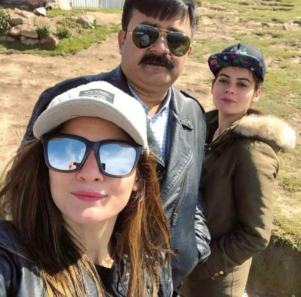 Aiman Khan shares emotional note for father on his death