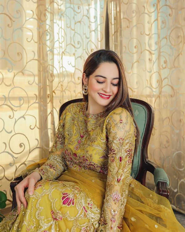 Aiman Khan Winning Hearts With Her Alluring Look