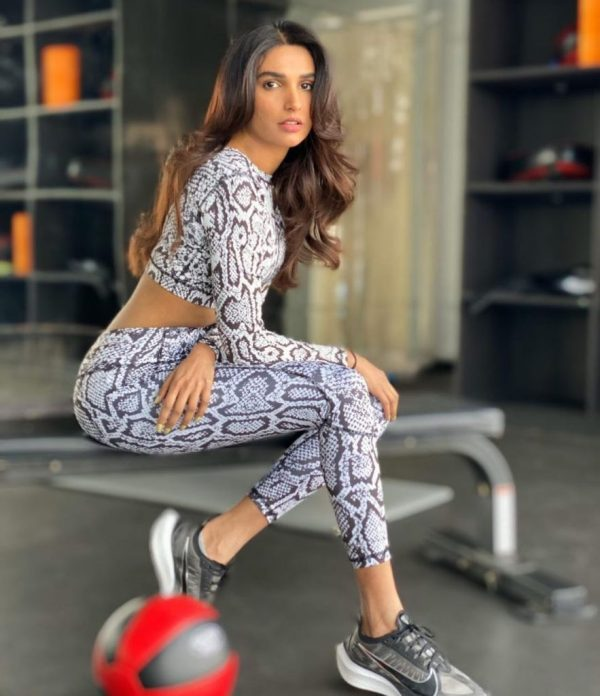 Bold and Hot Pictures Of Amna Ilyas