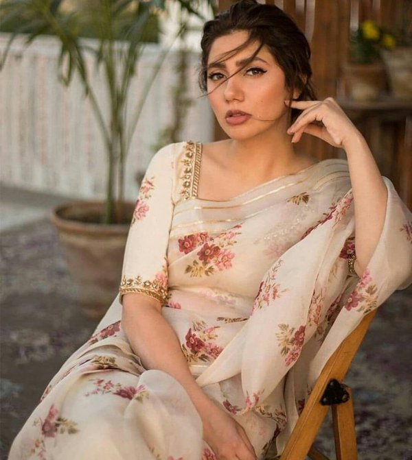 Mahira Khan Makes Us Succumb To A Love For Floral Sarees